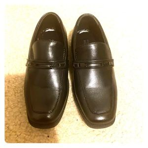 Boys size 10 Perry Ellis black dress shoes